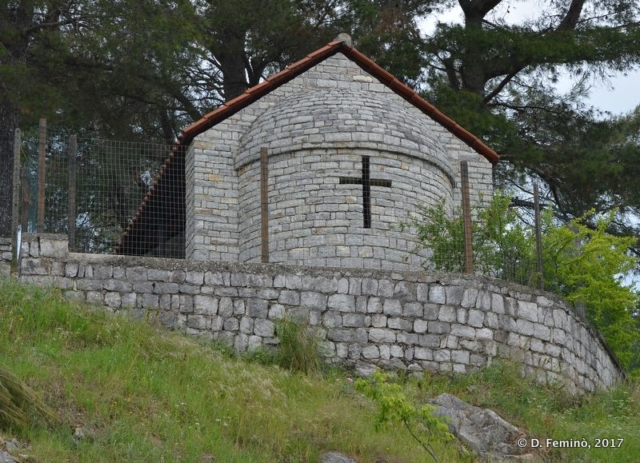 Little chapel (Lake Skadar, Albania, 2017)