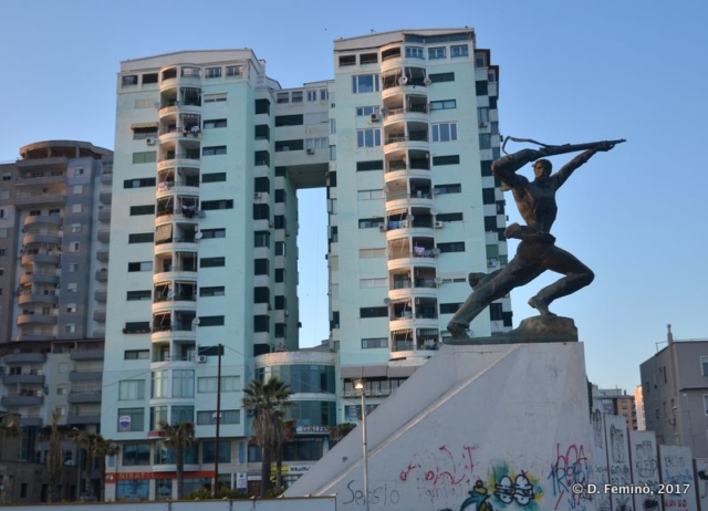Monument on the corniche (Durrës, Albania, 2017)