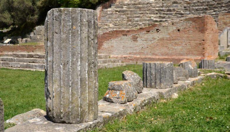 Columns in Apollonia (Albania, 2017)