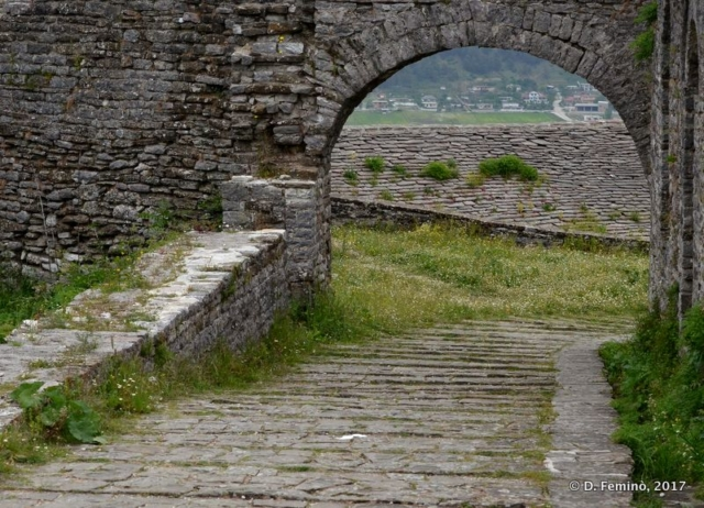 Arch in the castle (Gjirokastër, Albania, 2017)