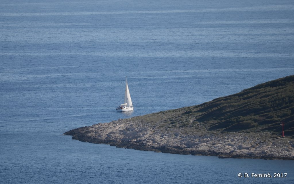 Hvar, sailboat leaving