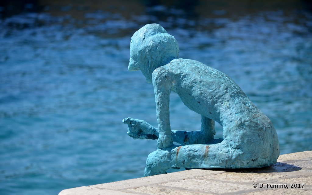 Hvar, statue on the dock