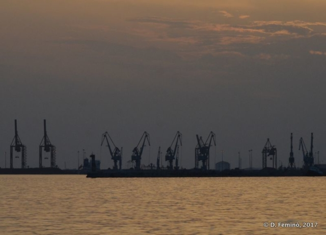 Port at sunset (Thessaloniki, Greece, 2017)