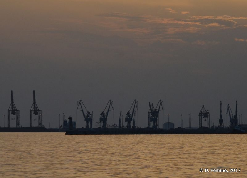 Port at sunset (Thessaloniki, Greece, 2017)