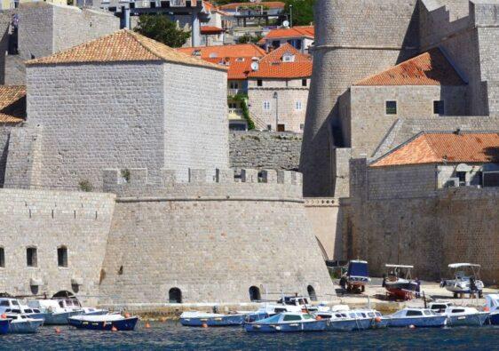 Walls and sea in Dubrovnik (Croatia, 2017)