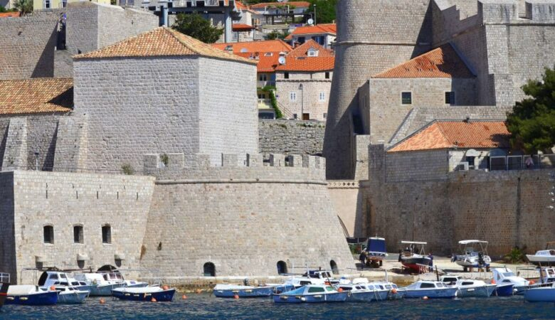 Walls and sea in Dubrovnik (Croatia, 2017)