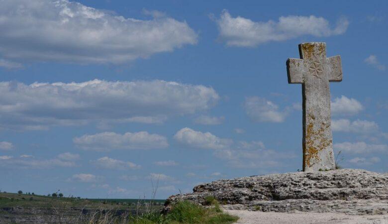 Cross in Orheiul Vechi