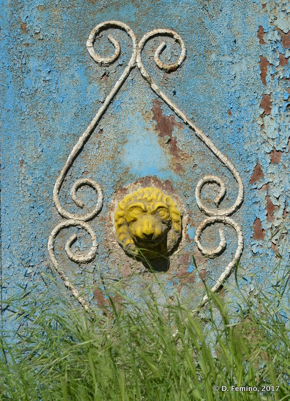 Lion on the gate (Butuceni, Moldova, 2017)