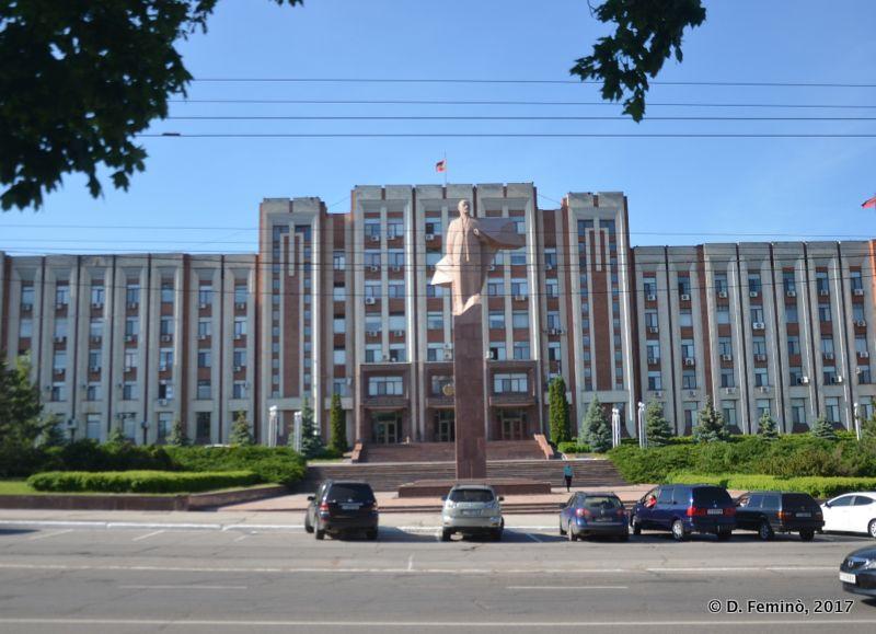 Presidential palace and Lenin statue (Tiraspol, Transnistria, 2017)