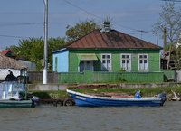 Wooden house by the Danube