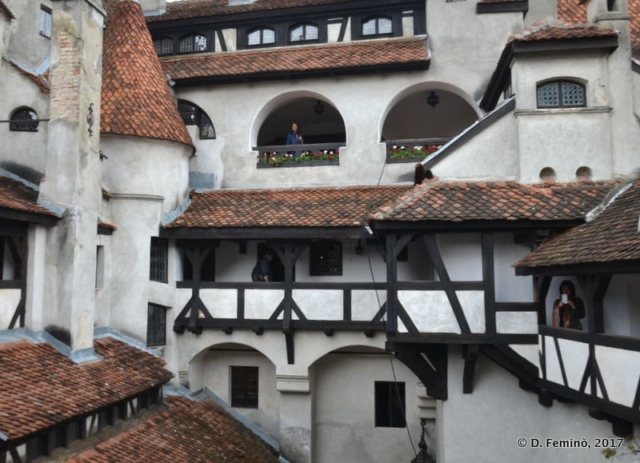 Castle courtyard (Bran, Romania, 2017)
