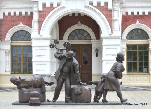 Monument in front of old station (Yekaterinburg, Russia, 2017)