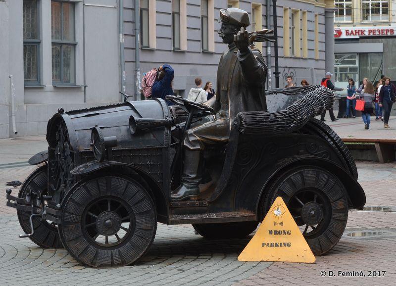 Bizarre monument in Vaynera Street (Yekaterinburg, Russia, 2017)