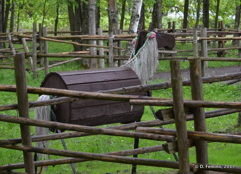 Wooden horse in Vitoslavlitsy museum (Novgorod, Russia, 2017)