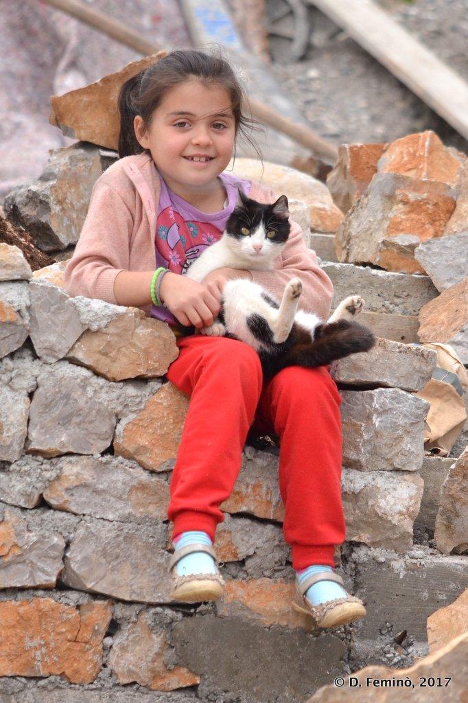 Shiroka, Little girl and little cat