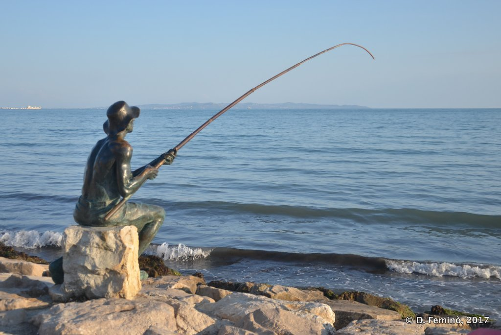 Durrës, Monument to the fisherman