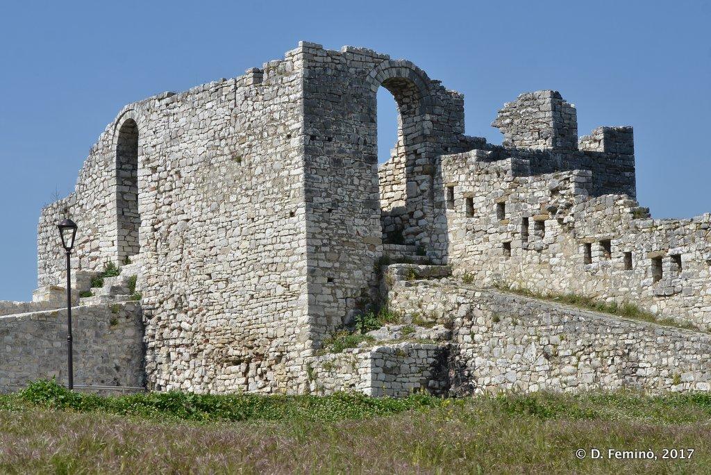 Berat, Castle walls