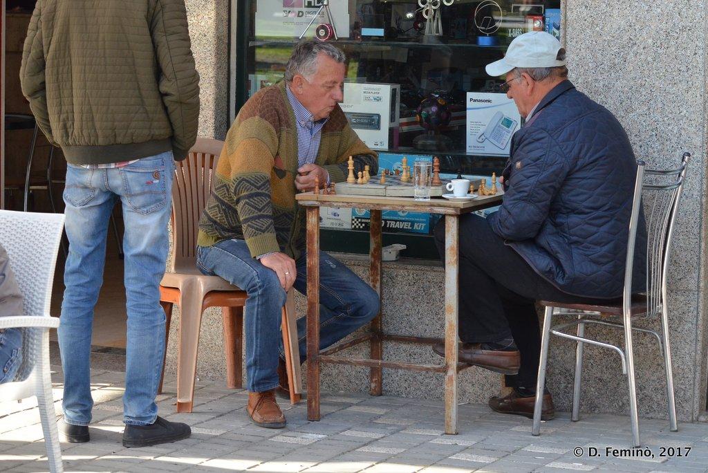 Berat, Playing chess