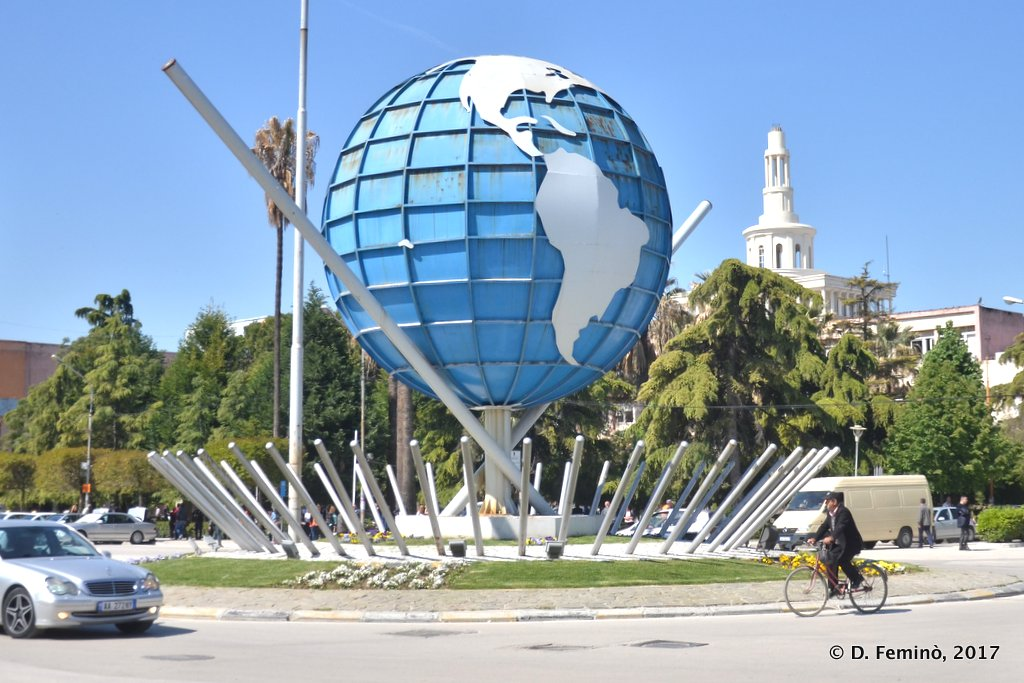 Fier, The world in a roundabout