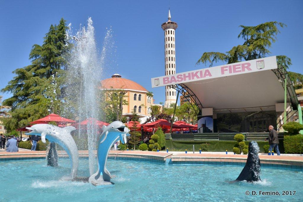 Fier, Fountain in Sheshi Pavarësia