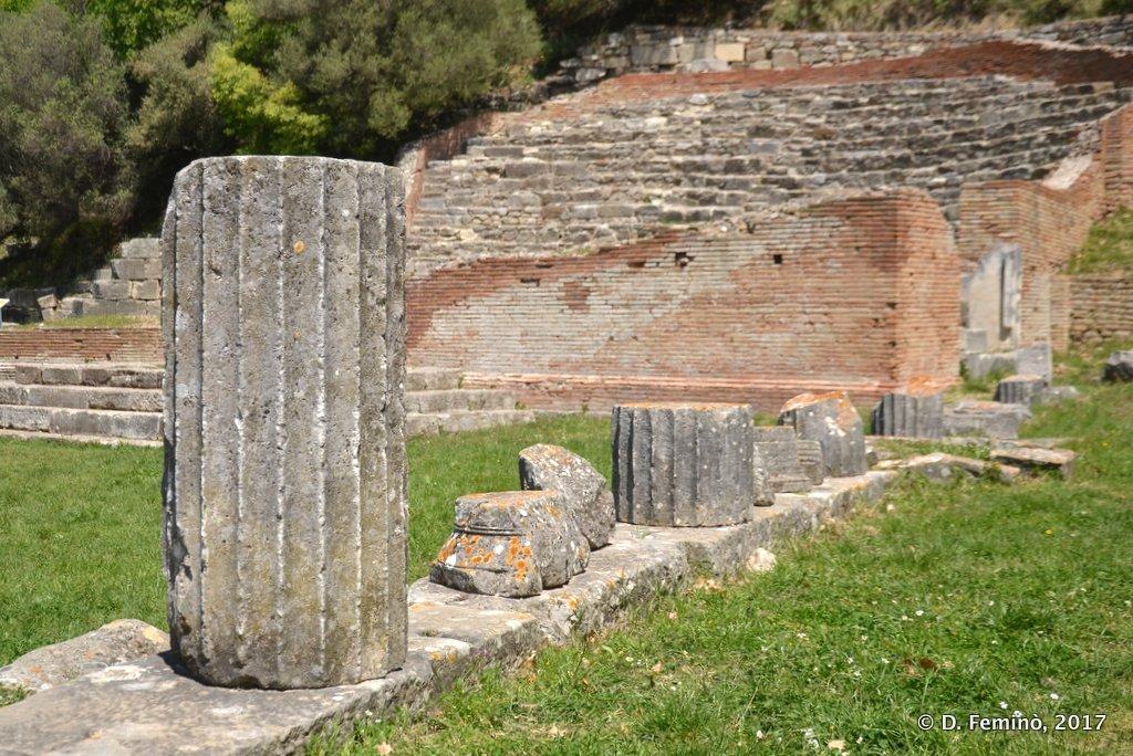 Apollonia, Column and Odeon