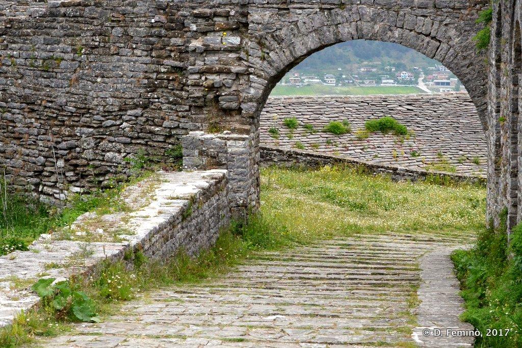 Gjirokastër, Arch in the castle