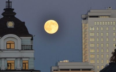 Full moon in Peterburgskaya