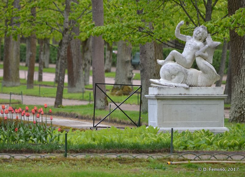 Statue in lower gardens (Petergof, Russia, 2017)