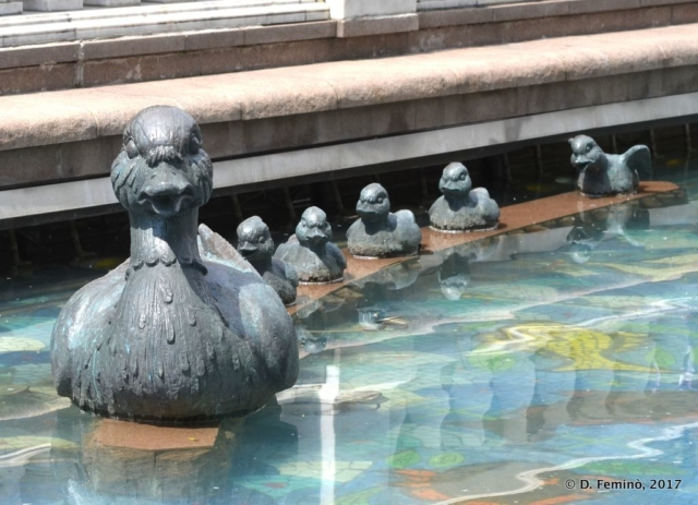 Ducks monument in Alexander garden (Moscow, Russia, 2017)