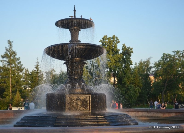 Fountain at the park (Omsk, Russia, 2017)