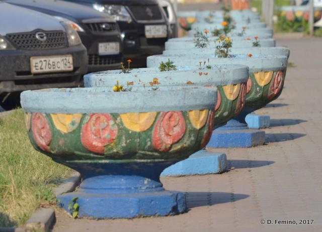 Vases on the riverside (Krasnoyarsk, Russia, 2017)