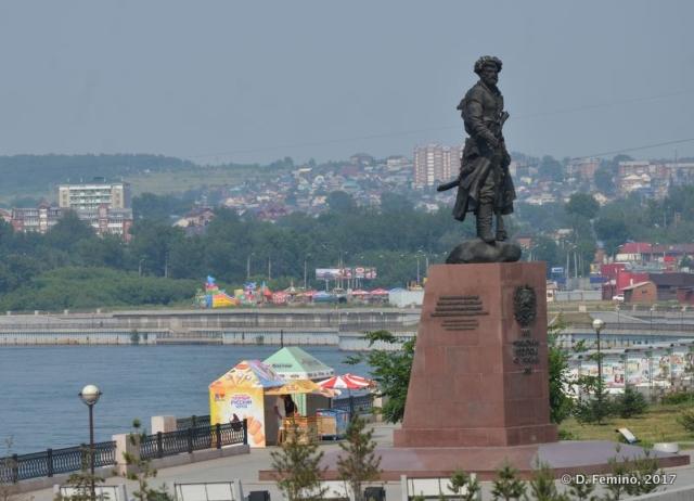 Statue on the riverbank (Irkutsk, Russia, 2017)