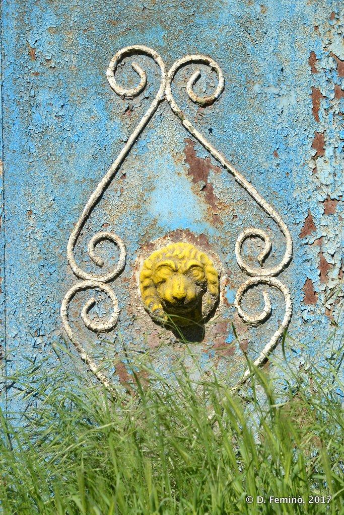 Butuceni, Moldova, Decoration of a gate