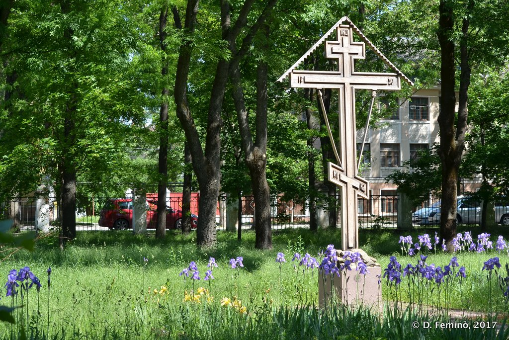 Tiraspol, Transnistria, Cross in Kirov Park