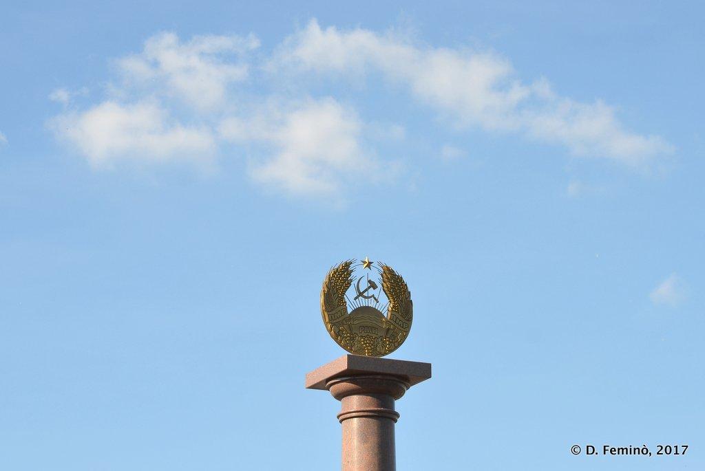 Bender, Transnistria, Communist symbol and cloud