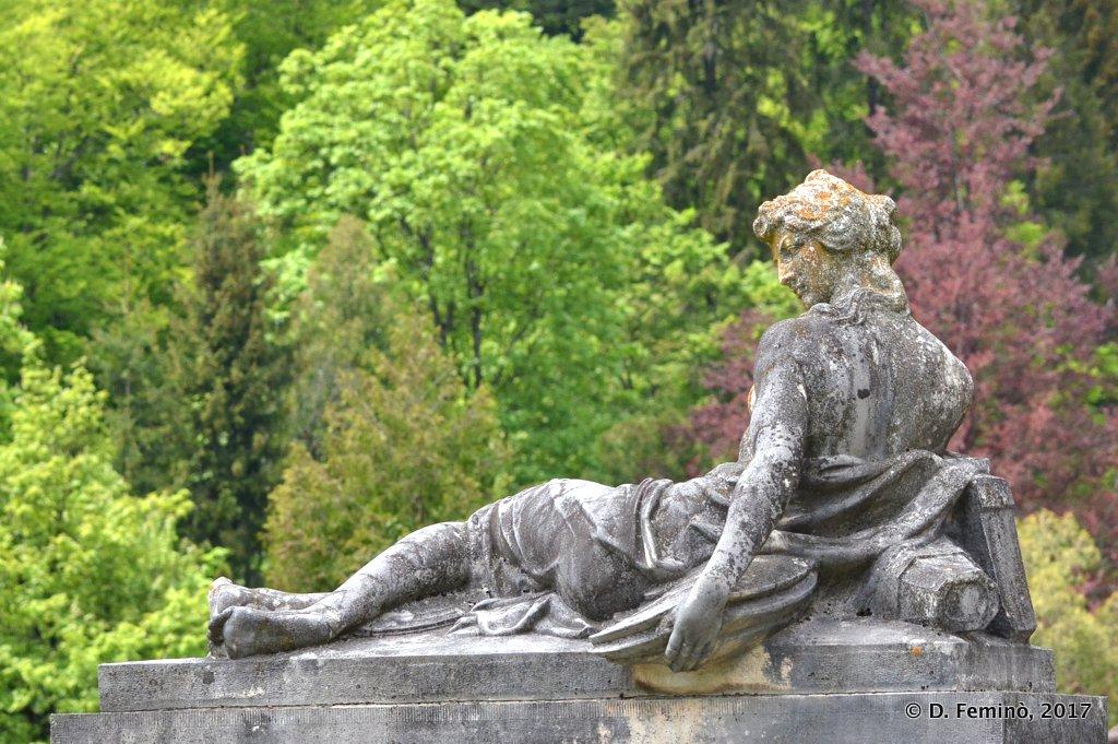 Sinaia, statue in Peleș castle