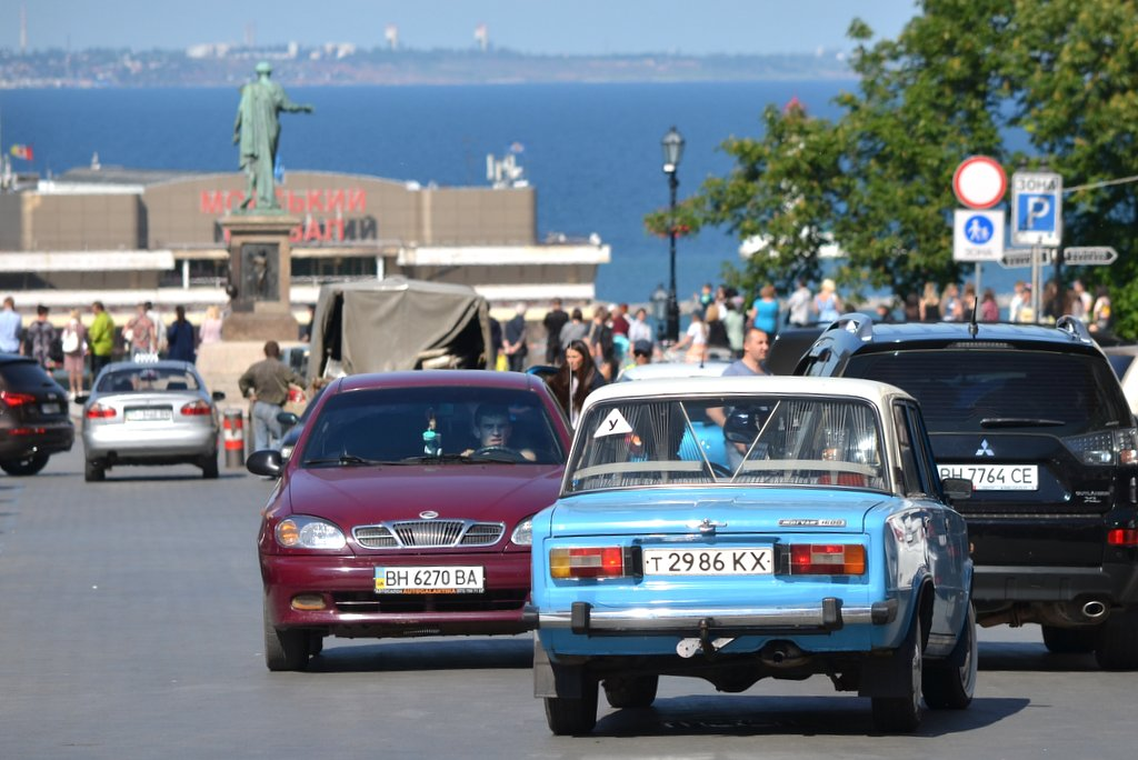 Odessa, Traffic with a black sea view
