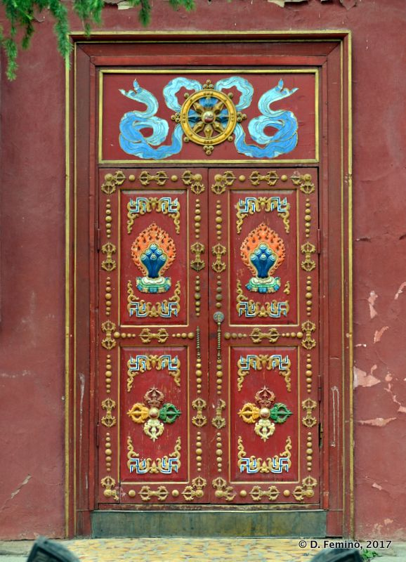 Decorated door in Gandam Monastery (Ulaanbaatar, Mongolia, 2017)