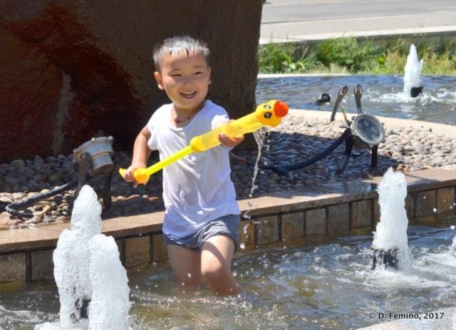 Playing in the fountain (Ulaanbaatar, Mongolia, 2017)
