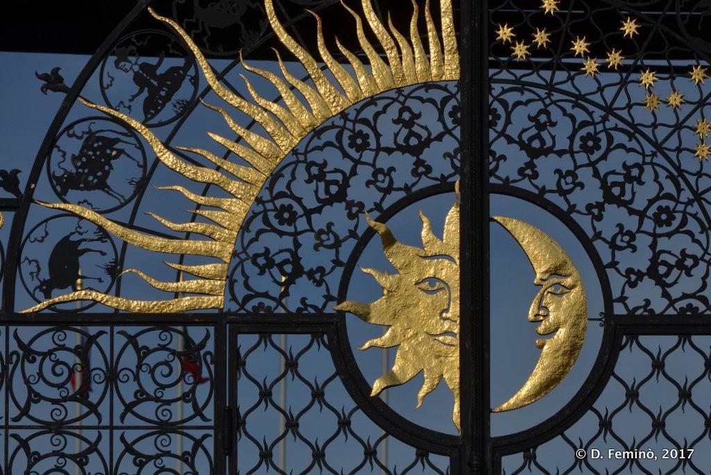 Kazan, Sun & Moon on a Kremlin gate