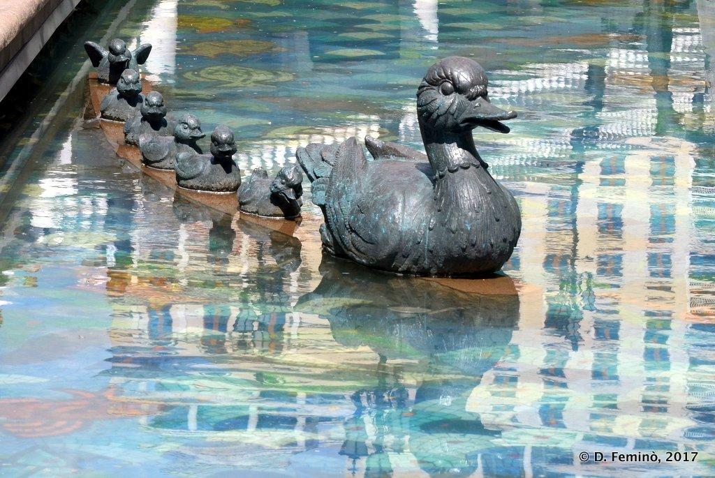 Moscow, Ducks monument in Alexander Garden