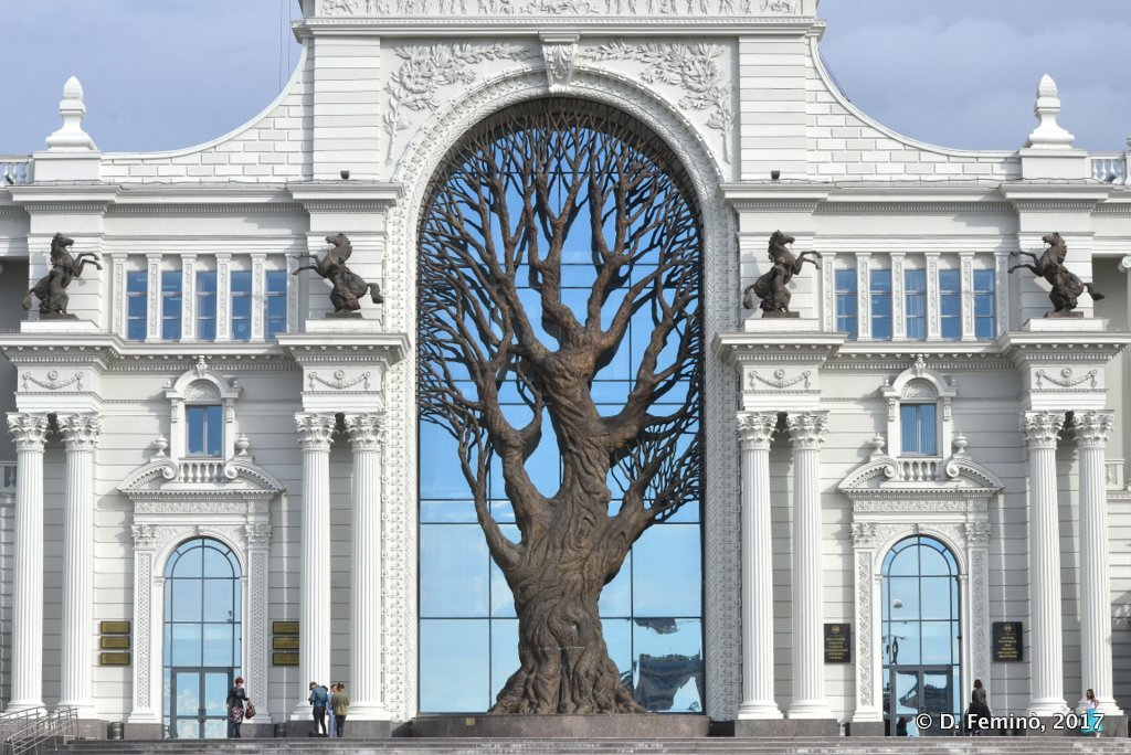 Kazan, Iron tree in from of ministry of Agriculture