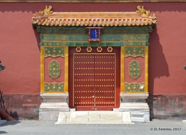 Door in Forbidden City
