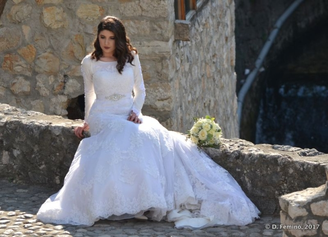 A bride in the old town (Mostar, Bosnia, 2017)