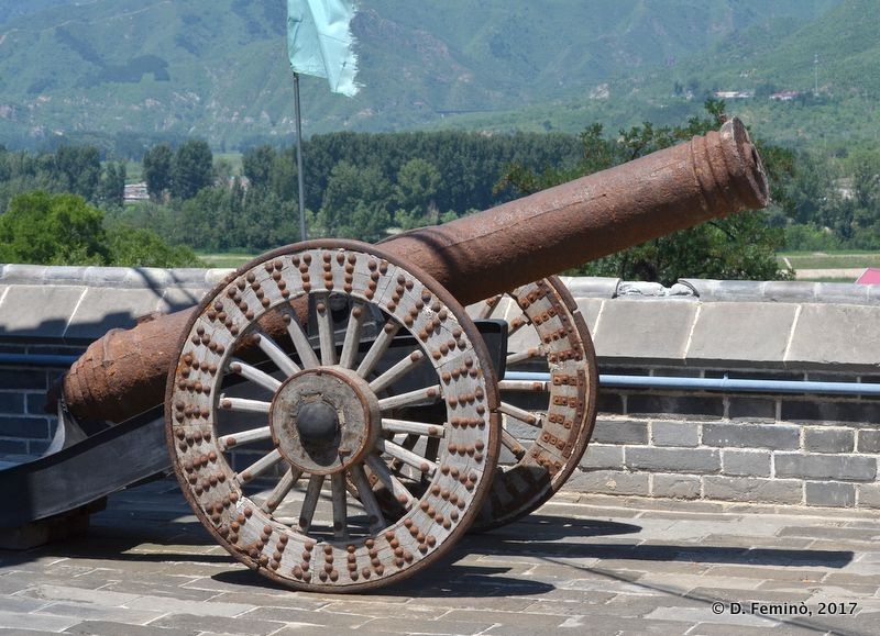 A cannon near the Great Wall (China, 2017)