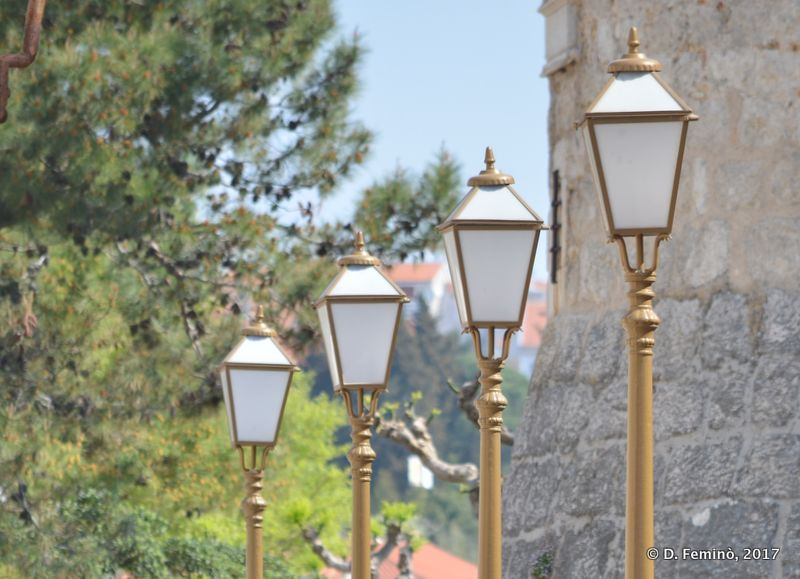 Lamp in a row (Krk, Croatia, 2017)