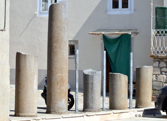 Old columns (Krk, Croatia, 2017)