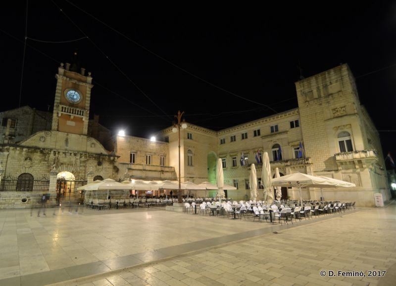 People's square at night (Zadar, Croatia, 2017)