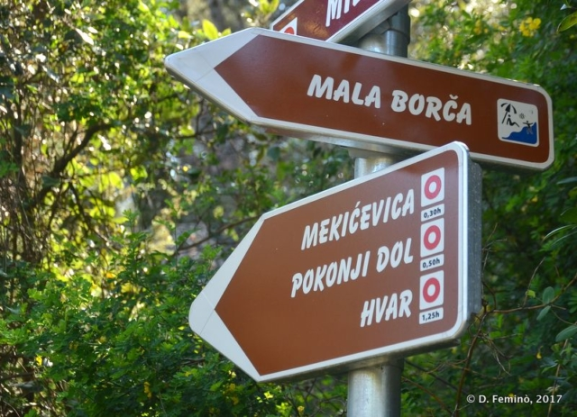 Hiking sign (Hvar, Croatia, 2017)