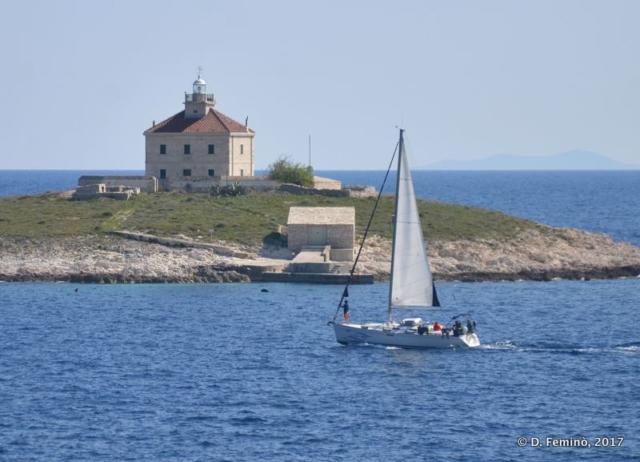 A sailboat by pokonji Islet (Hvar, Croatia, 2017)
